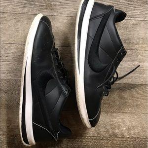 Nike 10 Men's 11 Women's Running Shoes 👟